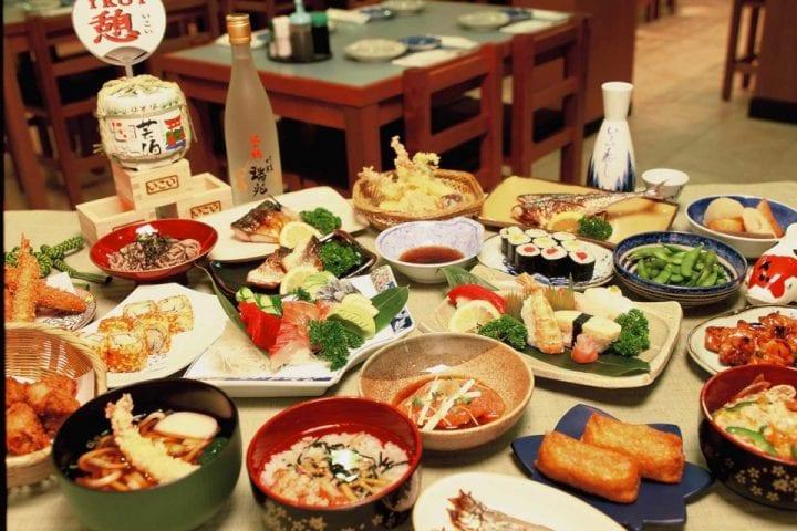 Menikmati Hidangan Jepang
